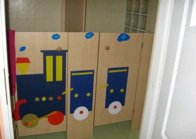 Zabudowa łazienki w przedszkolu