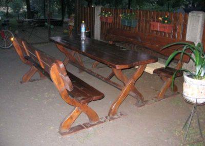 Ławki i stół ogrodowy
