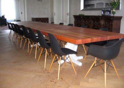 Długi stół do jadalni